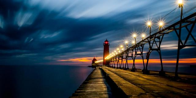 grand-haven-lighthouse-larry-carr.jpg